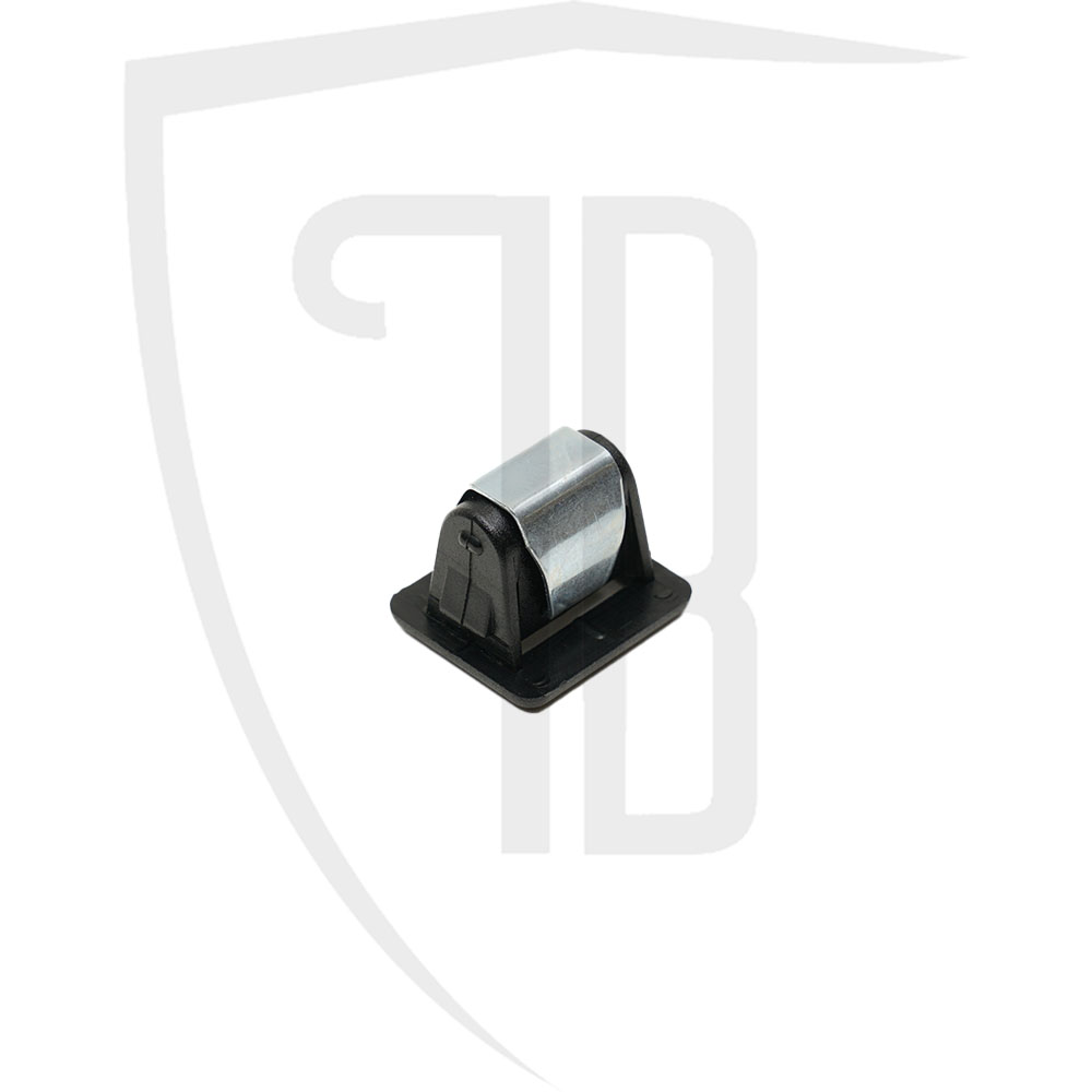 Front grille retaining clip